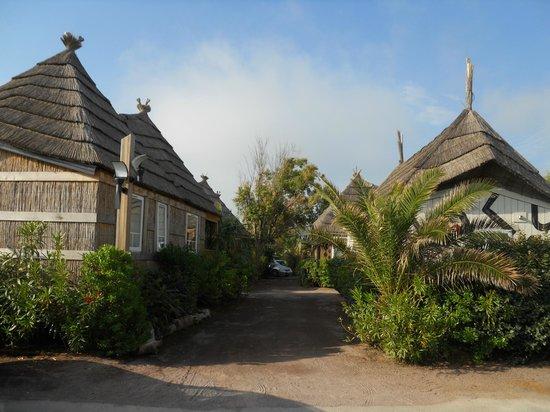 Kon Tiki Riviera Villages : CASETTE LATO GIARDINO