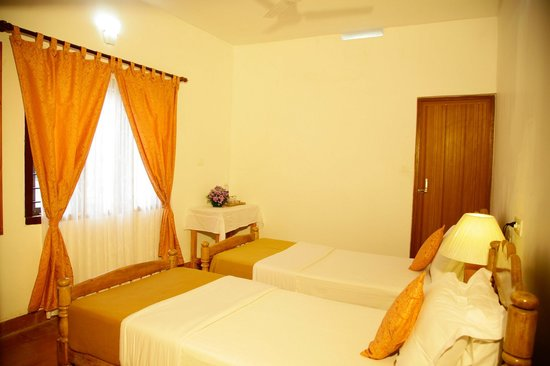 Koshys Homestay: Bed Room # 1, with twin bed