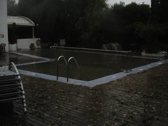 Gavimar Cala Gran Costa del Sur Hotel & Resort: piscine apres tempete