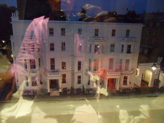 Radisson Blu Edwardian Vanderbilt : View from my street front room