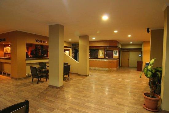 Mora Hotel: Lobi..