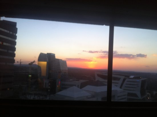InterContinental Johannesburg Sandton Towers: Sunset from my room