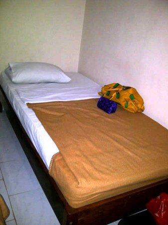 Bakungs Beach Hotel: selimut tipis yg dikatakan saja FASILITAS nya???