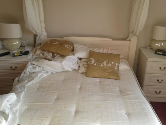 The Richmoor Hotel: Filthy bed