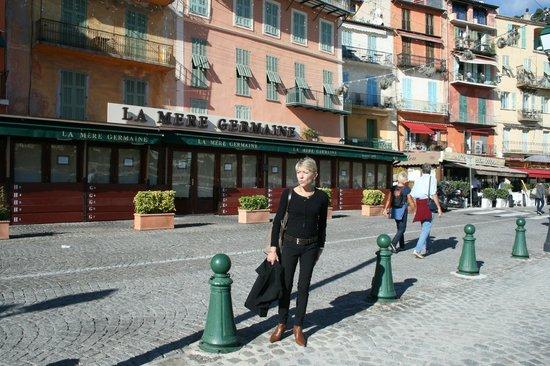 La Mere Germaine : Chiara davanti al ristorante