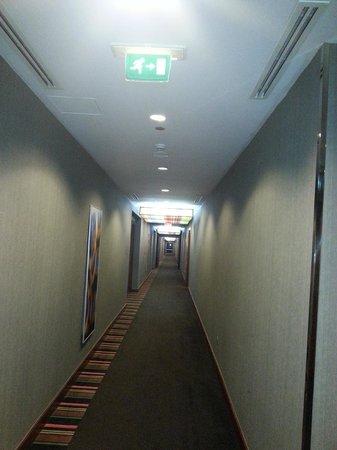 Aloft Abu Dhabi: Colourful corridor
