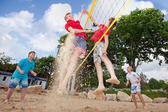 Clohars-Fouesnant, ฝรั่งเศส: Terrain de beach Volley Yelloh! Village Port de Plaisance