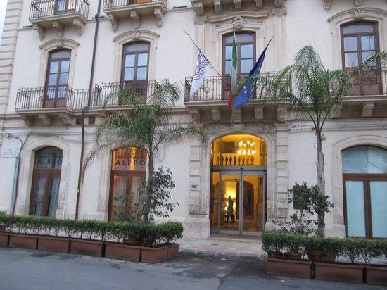 Grande  Albergo Alfeo: Vista estena albergo