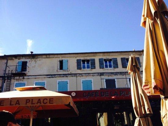Le café de la place : Au soleil !