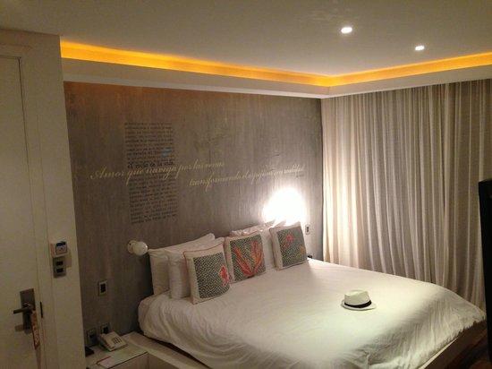 Be Playa Hotel: bed