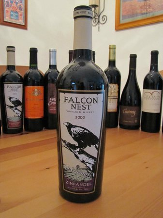 Falcon Nest Vineyard & Winery: Beautiful! Enjoyed then had bottle cut and made into a candle holder