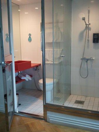 Solo Sokos Hotel Torni: Rum med toalett/dusch