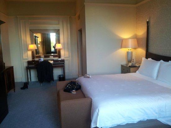 Waldorf Astoria Edinburgh - The Caledonian : King size bed - very comfortable
