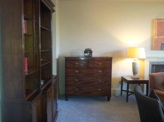 Waldorf Astoria Edinburgh - The Caledonian : Living room upon entering