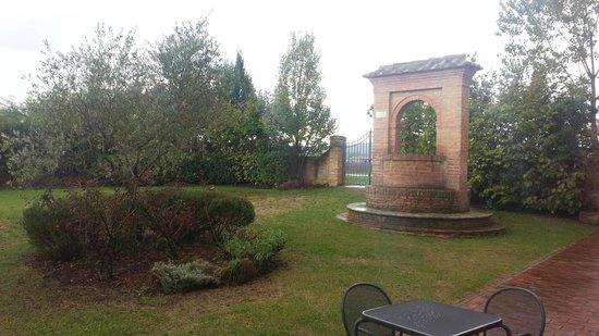 Hotel More Di Cuna: Backyard