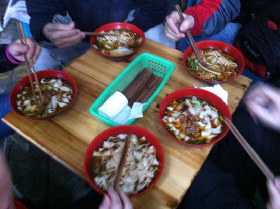 Nice House Hostel: 8 RMB for breakfast - just three steps from the Nice House