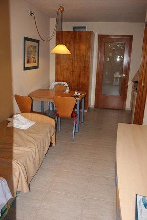 Hotel-Aparthotel Dorada Palace : Уютный двухкомнатный номер, фотография, правда, есть только из гостиной-кухни