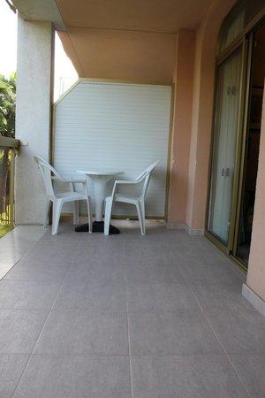 Hotel-Aparthotel Dorada Palace : У номера есть балкон с видом на пальмы,где можно посидеть вечером с бокалом сангрии
