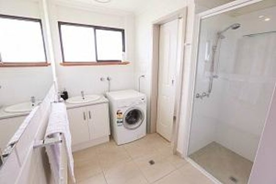 Mildura Holiday Villas: Unit 3 - Bathroom