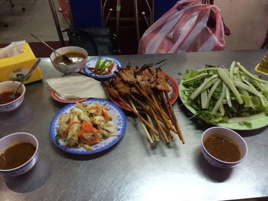 Bale Well: Grill Pork Satay for less than 100,000 vnd