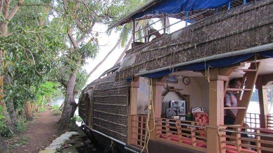 Ela Ecoland Nature Retreat: The houseboat