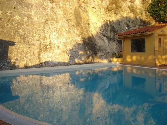 Hotel La Perouse : Pool view