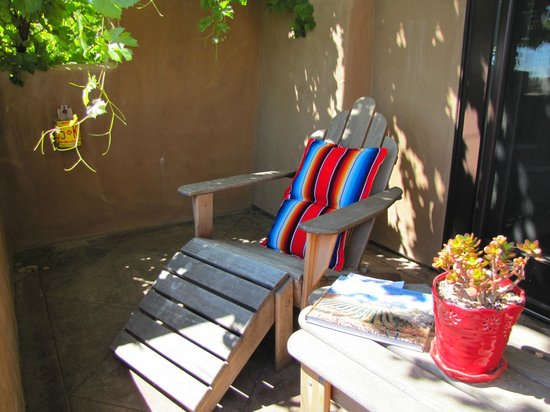 Wild Coyote Estate Winery Bed & Breakfast: Peaceful patio