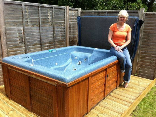 The Walnuts Country House: Hot Tub LarkCottage