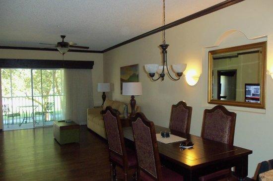 Grande Villas at World Golf Village: Livingroom