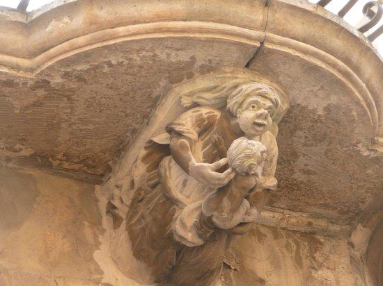 Giardino Sul Duomo: Decorative corbel