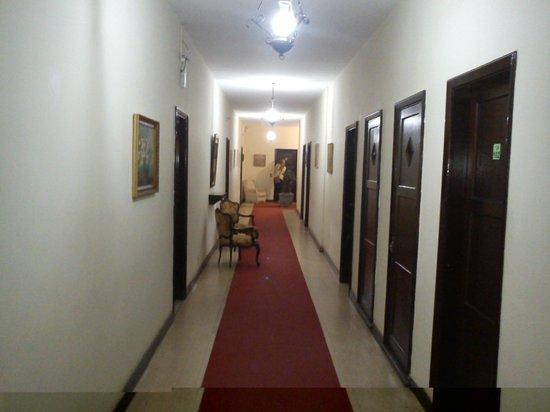Riverside Park Hotel : Corredor de acesso aos quartos próximos à entrada