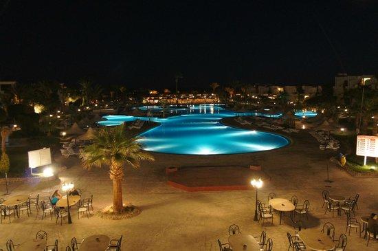 Club Azur Resort : Вид на бассейн