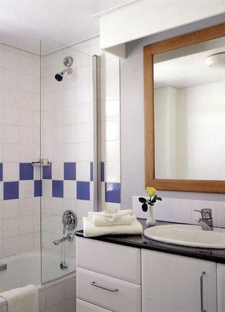 Protea Hotel Oyster Bay Dar es Salaam: Bathroom