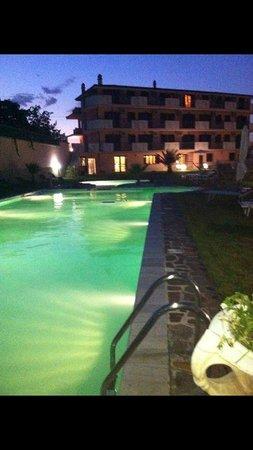 Chimento Resort: Piscina in Notturna