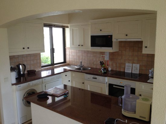 Four Seasons Country Club : Kitchen in apartment