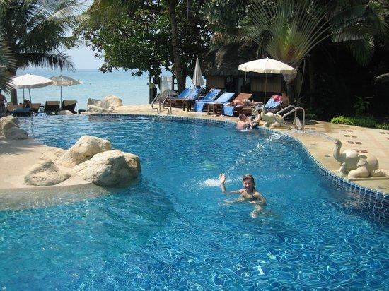 Kacha Resort & Spa, Koh Chang: У бассейна