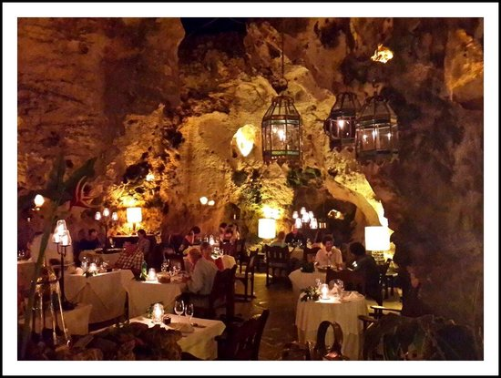Flamboyant : Ali Babours Cave Dining