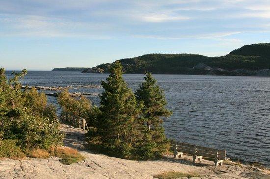 Sentier de la Pointe-de-l'Islet Trail : Einmündung des Saguenay River in den St.-Lorenz-Strom
