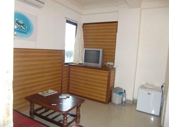 Luckyhiya Hotel : small living room
