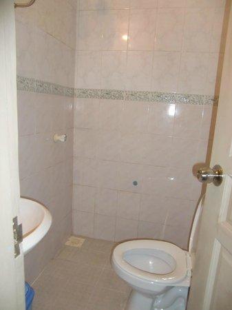 Luckyhiya Hotel : bathroom