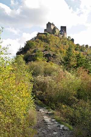 Castle Hotel Auf Schoenburg: Auf Schoenburg from the Elfenley path