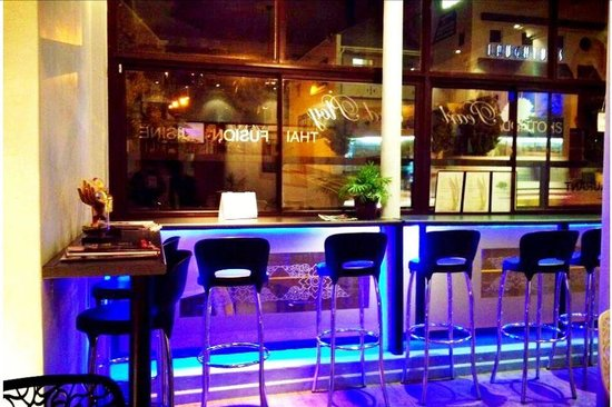 PEARL AND PLOY THAI FUSION RESTAURANT: Great location, great food ~ what you will more !!