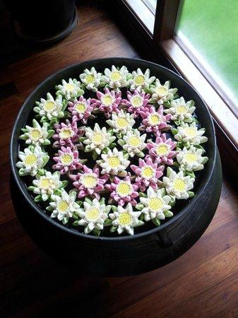 Sokha Angkor Resort: decoración: flores de loto