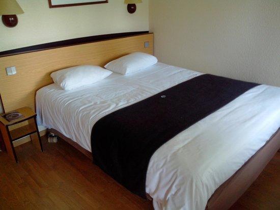 Campanile Macon Nord - Sennece: Chambre avec lit double