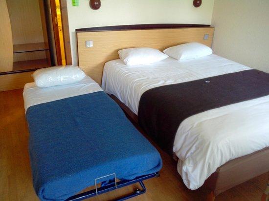 Campanile Macon Nord - Sennece: Chambre avec lit double et lit supplémentaire