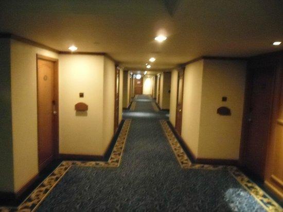 Swissotel Le Concorde Bangkok: Room Hallway