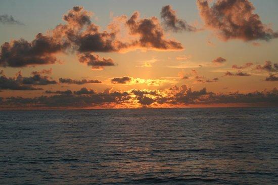 Jupiter Reef Club Resort: View of sunrise over the Atlantic Ocean