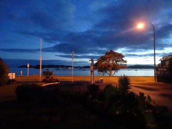 Ala-Moana Motel : Pahia waterfront at sunrise