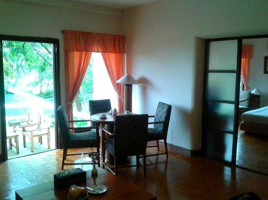 Imperial Phukaew Hill Resort: living room - suite bungalow