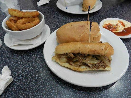 Johnny Rockets: ...philly cheese steak...il panino + buono dell'universo!!!